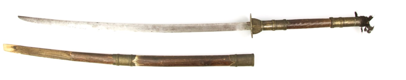A classic Vietnamese two handed saber, or guom truong. Peter Dekker - www.mandarinmansion.com