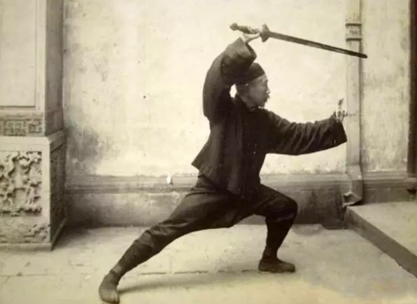 Chen Weiming wielding his sword in 1929.