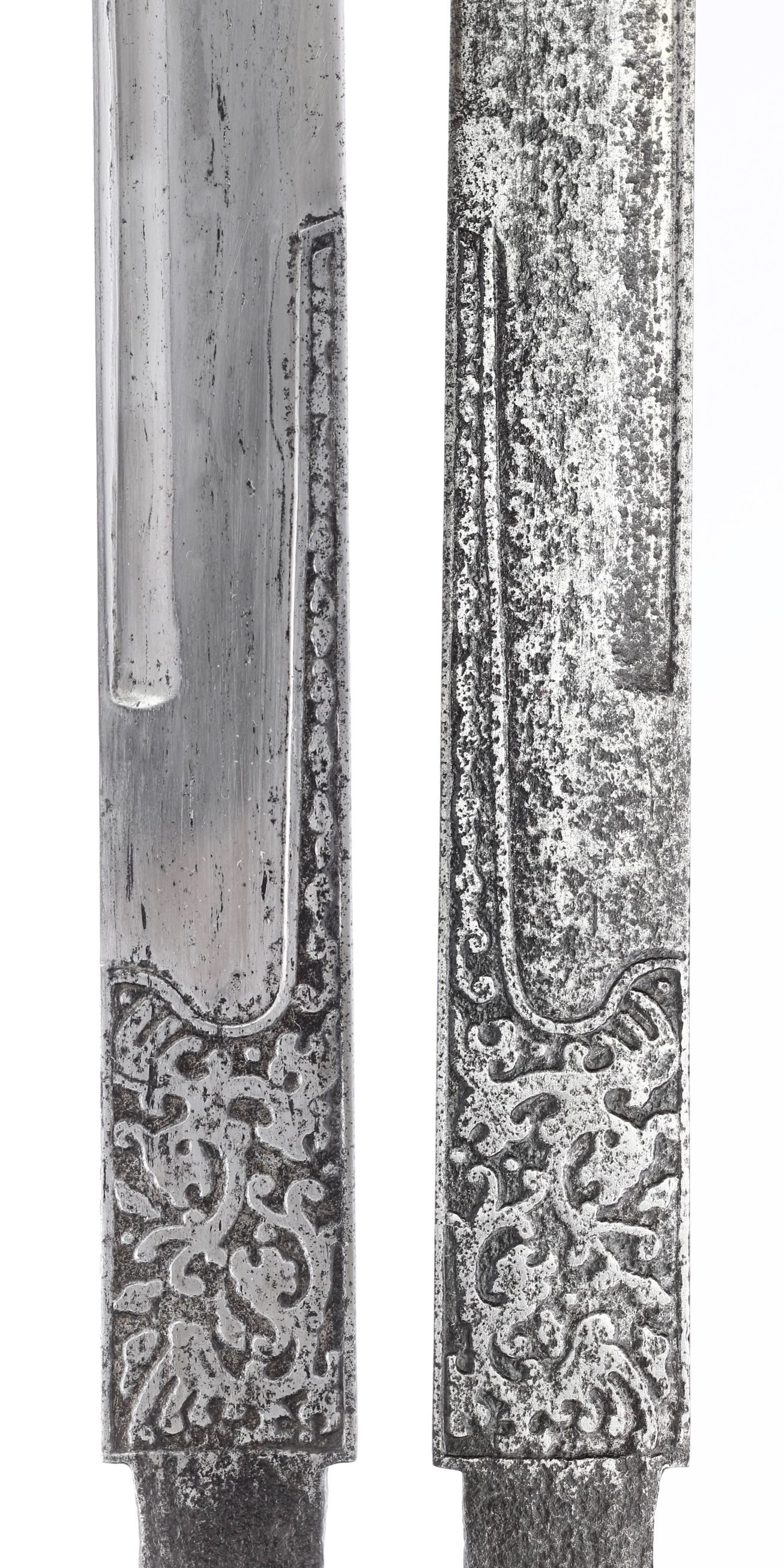 A rare Ming dynasty Chinese saber blade with engraved tunkou