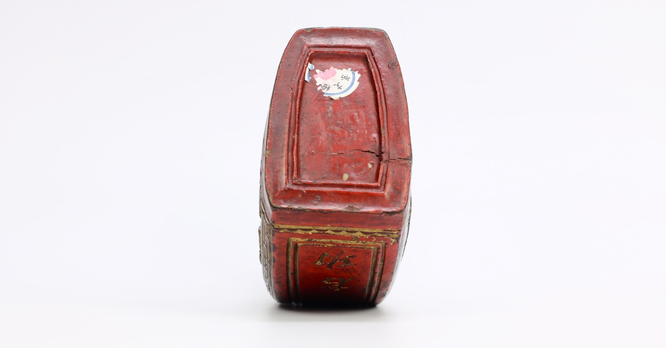 A Qing dynasty hunter's powder flask